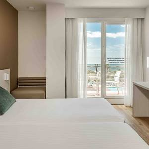 Disabled accessible room Hotel Ilunion Islantilla Huelva